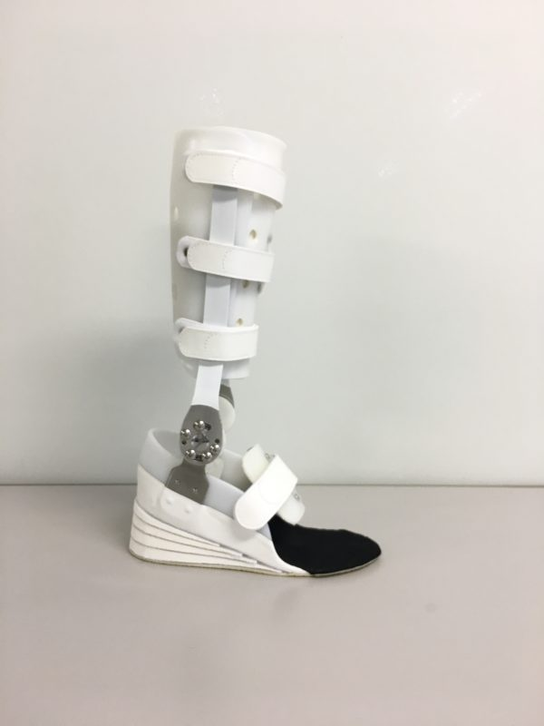 アキレス腱断裂用短下肢装具の画像