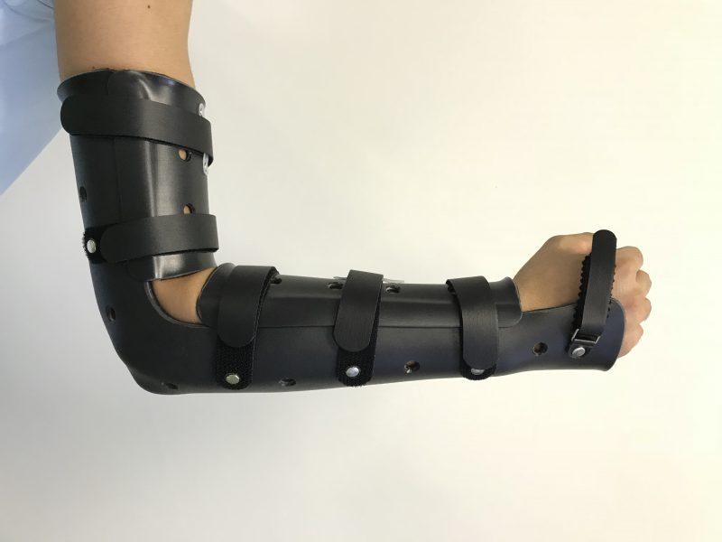 肘装具の画像